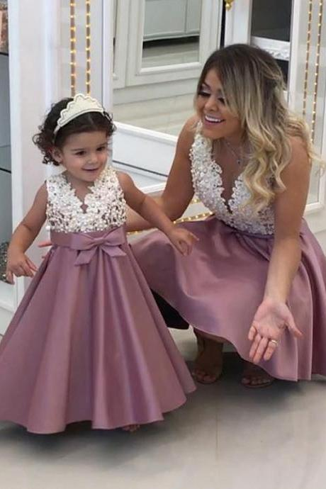2018 Cute Pearls Satin Girls Wedding Pageant Gowns Tired Skirt First Communication Dresses with Bow Custom Made, Lace Wedding Girls Gowns, Sexy Backless Flowers Girls Dresses