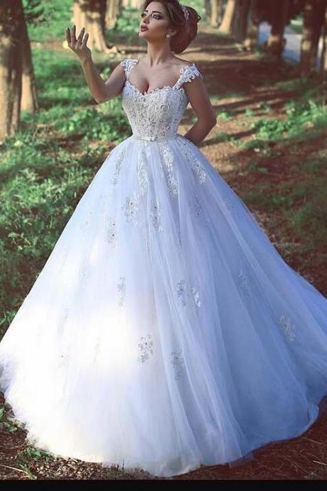 Custom Made White Tulle Lace China Wedding Dress With Spaghetti Strap And Appliqued , Sexy Pricess Women Country Bridal Gowns 2019